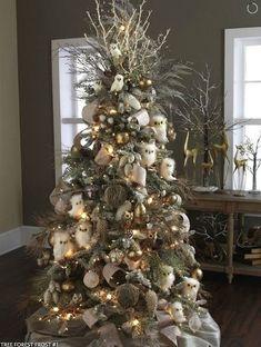 ARBOLES DE NAVIDAD DECORADOS EN BLANCO....PRECIOSOS Hola Chicas!! Te gusta el color blanco y la decoracion de tu salón (sala) es blanco y te gustaría decorar tu árbol de navidad en el mismo color, te tengo una galería de fotografías de como podrás decorar tu arbol de navidad en blanco y quedara super hermoso.
