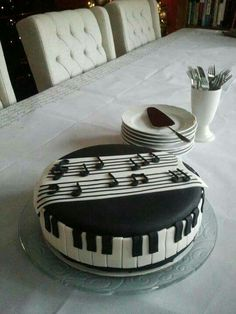 Piano cake for music lovers! Music Themed Cakes, Music Cakes, Fancy Cakes, Cute Cakes, Beautiful Cakes, Amazing Cakes, Fondant Cakes, Cupcake Cakes, Bolo Musical