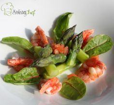Green asparagus with prawn tails