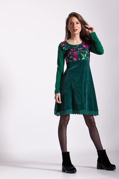 #rochie #catifea #velvet #dress #velvetdress #rochiectifea #verde #green #greendress #rochieverde #verde #rochietoamna #toamna #winter #iarna #rochita #broderie #broderiecolorata #multicolor #macrame Green Dress, Maya, Macrame, Cold Shoulder Dress, Winter, Clothing, Dresses, Fashion, Green
