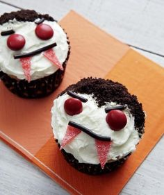 Vampire Cupcakes | Sweet and spooky decorating ideas for Halloween cupcakes.