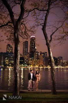 Chicago Engagement Pictures at Night! Olive Park + Chicago Skyline! Pink + purple colors! Creative engagement photos! Nature + Urban. Lake Michigan. Chicago Engagement Photographer - Nakai Photography http://www.nakaiphotography.com