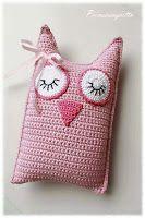 Super cute little sleepy owl pillow, easy to make too Crochet Diy, Crochet Kawaii, Crochet Owls, Crochet Cushions, Baby Girl Crochet, Crochet Pillow, Crochet Patterns Amigurumi, Crochet Gifts, Crochet For Kids