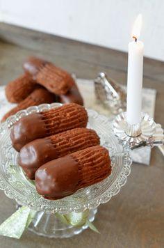 These are delicous little nougat cookies: Tassenkuchen - Bäckerei: Ninas kleiner Food-Blog: Nougatstangen Repinned by www.gorara.com