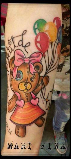 Piccola e morbida..come un orsetto di peluche..Matilde..la tua bambina..che con il suo sorriso ti fa volare 7 metri sopra il cielo ogni giorno. Hai aspettato tanto per questo tatuaggio e ora i colori della felicita' di essere mamma,oltre che nel cuore,li hai impressi sulla pelle. Grazie Greta da Padova.  Tattoo Artist: Mari Fina  Tatuaggio a colori http://www.subliminaltattoo.it/prodotto.aspx?pid=09-TATTOO&cid=18  #subliminaltattoofamily   #marifina   #orsetta   #palloncini   #colortattoo