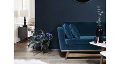 Canapé bleu nuit, bois, table basse blanche/bois