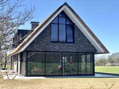 wonen 55 - Bekhuis & KleinJan Modern Barn, Modern Farmhouse, Metal Buildings, Prefab Homes, Modern House Plans, Exterior Design, Future House, Architecture Design, New Homes