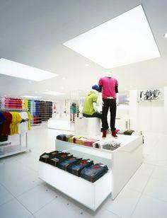 Uniqlo Megastore by Curiosity, Tokyo Retail Architecture, Architecture Design, Shop Interior Design, Store Design, Visual Merchandising, Retail Concepts, Shop Fittings, Branding, Shop Interiors