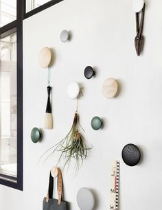 Decorate your home with The Dots from Muuto, Modern Scandinavian Design. Inred ditt hem med The Dots från Muuto, Modern Skandinavisk Design. Scandinavian Wall Hooks, Scandinavian Design, Dots Muuto, Modern Coat Hooks, Modern Wall Hooks, Decoration Entree, Closet Bedroom, Messy Bedroom, Bedroom Kids