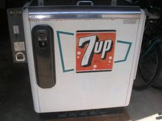 1950's 7up Ideal 55 slider soda machine Soda Vending Machine, Coke Machine, Coke Cooler, Soda Machines, Vintage Coke, Advertising And Promotion, Pepsi Cola, Lawn Chairs, Soda Fountain