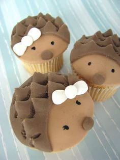 OMG! I TOTALLY want these! Hee hee Wee Love Baking: Hedgehog and Hegehogette Cupcakes