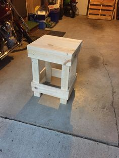 Pallet wood maybe Diy Wood Projects, Home Projects, Wood Crafts, Woodworking Projects, Pallet Room, Wood Patterns, Pallet Furniture, Barn Wood, Rustic Decor