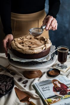 A very fudgey and delicious cake with two topping alternatives Chocolate Meringue, Flourless Chocolate Cakes, Chocolate Recipes, Make Ahead Desserts, Almond Cakes, Cake Ingredients, Savoury Cake, Let Them Eat Cake, Gourmet