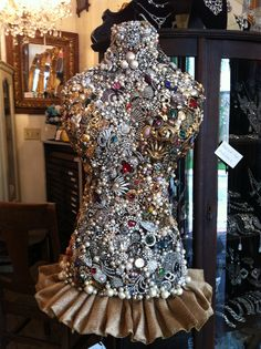 63 Best Ideas for jewerly display ideas diy dress form Vintage Jewelry Crafts, Vintage Costume Jewelry, Vintage Costumes, Jewelry Art, Vintage Outfits, Jewelry Design, Dress Vintage, Mannequin Art, Shabby Chic Pink