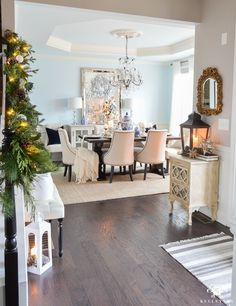entry-and-dining-room-for-christmas