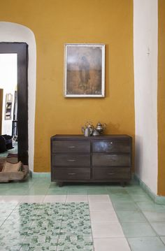 Bath color inspiration - A floor of sea-green tile paired with mustard walls in a retail space. Gold Painted Walls, White Painted Floors, Gold Walls, Brown Sofa, Brown Walls, Room Colors, Wall Colors, Yellow Walls Living Room, Mustard Walls