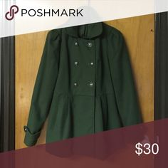 ❄️Olive Green Peacoat❄️ Very fashionable olive green peacoat from Forever21. Chic silver buttons and a buckle in the back and the coat had a cute flare to it. Has a Lightly worn, but in overall great condition. Size medium. Forever 21 Jackets & Coats Pea Coats