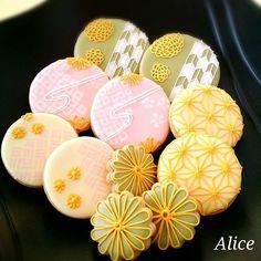 去年は作れなかった和柄クッキー作りました Macaron Cookies, Iced Cookies, Sugar Cookies, Japanese Cookies, Japanese Treats, Crazy Cookies, Fun Cookies, Decorated Cookies, Iced Biscuits