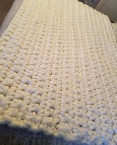 Hey, I found this really awesome Etsy listing at https://www.etsy.com/listing/586310932/extra-chunky-blanket-made-with-cream