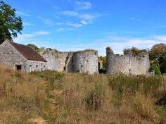 Hasil gambar untuk chateau de montaiguillon