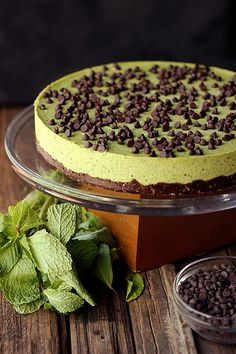 Mint Chocolate Chip Cashew Cream Cake {Gluten-free, Vegan and Refined Sugar-free} - Tasty Yummies