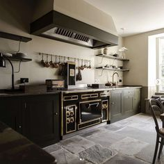 The 9 Kitchen Trends We Can't Wait to See More of In 2020 - Emily Henderson Plain English Kitchen, English Kitchens, Semarang, Layout Design, Light Wood Kitchens, Flagstone Flooring, Bespoke Kitchens, Kitchen Trends, Kitchen Ideas