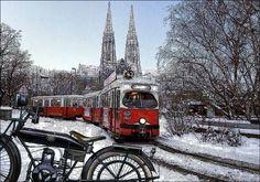 Strassenbahn vor der Votivkirche (Wien-Vienna) von Hugo Josef Heikenwälder