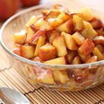 Fried apples recipe with honey and cinnamon. With step-by-step photos, tasting tips and suggestions. Cinnamon Recipes, Honey Recipes, Sweet Recipes, Mexican Food Recipes, Dessert Recipes, Desserts, Fruit Dessert, Y Food, Food Porn