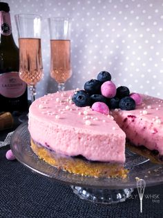 Frozen Rozé Prosecco Cake for New Year's Eve Prosecco Cake, Frozen Rose, Food Photography Tips, Cupcake Cookies, Cookie Decorating, Holi, Sweet Tooth, Cheesecake, Baking
