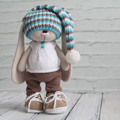 Станное чувство, когда игрушкам вяжешь одежду на раз-два, а человеческому ребёнку шапку три раза перевязываешь и все не то Может, не стоит и начинать (Автор идеи Бэла Макаева)