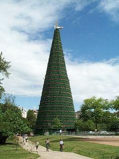 A Árvore da Paz (tree of peace), com 35 metros de altura, no Parcão (Parque Moinhos de Vento), em Porto Alegre, Brazil