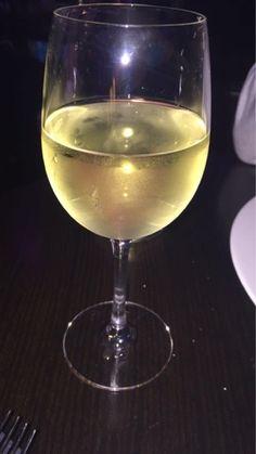 McGettigan's Galway #McGettigansGWY Fashion Truth by Ruth Blog: Mc Gettigans Taste & Tell Blogger Evening Food Reviews, Food Menu, White Wine, New Recipes, Alcoholic Drinks, Tableware, Blog, Fashion, Moda