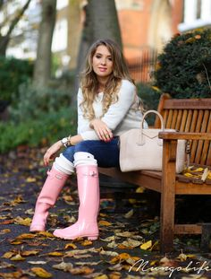 """""""I'll make it through the rainy days / I'll be the one who stands here longer than the rest"""" – Mungolife Pink Hunter Boots, Hunter Boots Outfit, Hunter Rain Boots, Plastic Boots, Wellies Rain Boots, Rainy Day Fashion, Snow Outfit, Sexy Boots, High Boots"""