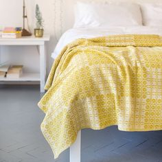 The Mungo Juno is a thick & robust throw for everyday use. Designed, woven & made in South Africa at the Mungo Mill in Plett. Available in various bed sizes Minimalist Home Decor, Minimalist Bedroom, Discount Bedroom Furniture, Beautiful Bedrooms, Bohemian Decor, Bohemian Gypsy, Furniture Decor, Bedroom Decor, Bedroom Ideas