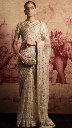 89 best Sabyasachi Sarees photos by Pakistani Dresses, Indian Sarees, Indian Dresses, Indian Outfits, Ethnic Fashion, India Fashion, Asian Fashion, Fashion Usa, Pakistan Fashion