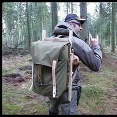 with his Trapper Nelson pack, frame can transform into a chair ore game carry. #backpack #trapper #trapperstyle #trappernelson #woodframe #game #gamecarry #outdoors #bushcraft #bushcraftchair #kanvaspack #diy #woodsmen #homemade #selfreliance #packboard #forrestlife #forrest #rucksack #backpacker #sewing #sewingmachine #green #ash #goodlife #good #hudsonbay #trekking #doityourself #handcrafted