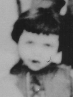 Marga Frank German-Jewish child victim of the Holocaust. The Lost World, World War Two, Museum Of Tolerance, Lest We Forget, Losing A Child, Child Face, Anne Frank, Grave Memorials