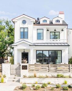 57 Excellent Exterior Home Design Ideas For Your Dream Home. The exterior part of your house is as important as the interior. When people first look at your house, it is the exterior part that they wi. White Farmhouse Exterior, White Exterior Paint, Modern Farmhouse, Wall Exterior, Black Exterior, Exterior Siding, Exterior Windows, Farmhouse Small, Building Exterior
