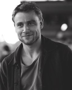 Max Riemelt born 7 January 1984 in Berlin is a German actor best known internationally for playing Wolfgang Bogdanow in the Netflix series In German Hot Actors, Actors & Actresses, Max Reimelt, Pretty Boys, Cute Boys, Brat Pitt, Pretty People, Beautiful People, Hommes Sexy