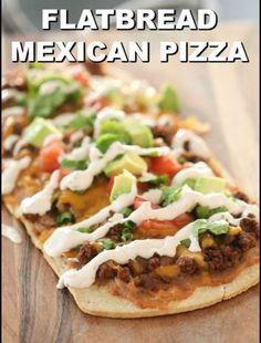 Flatbread Mexican Pizzas - The Most Delecious Recipes Taco Bell, Making Homemade Pizza, Recipe 30, Refried Beans, Deep Dish, Alfredo Sauce, Side Dish Recipes, Dinner Recipes, Mexican Food Recipes