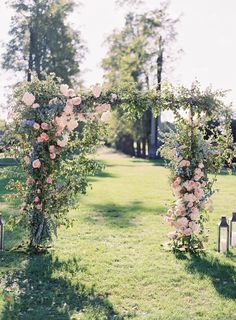 Summer wedding season is very close. Today we are discussing summer wedding arches and backdrops. Lilac Wedding, Blue Wedding Flowers, Flower Bouquet Wedding, Lilac Flowers, Bridal Bouquets, Pink Roses, Dream Wedding, Ceremony Backdrop, Ceremony Decorations