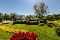 Spend 3 days in Vienna with this fantastic Vienna itinerary full of enjoyment and action. A practical guide to visiting Vienna and its greatest sights Vienna, Golf Courses, Sidewalk, Mansions, House Styles, Day, Travel, Viajes, Manor Houses