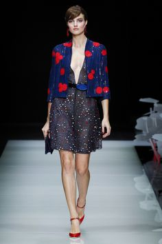 Giorgio Armani Spring 2016 Ready-to-Wear Fashion Show