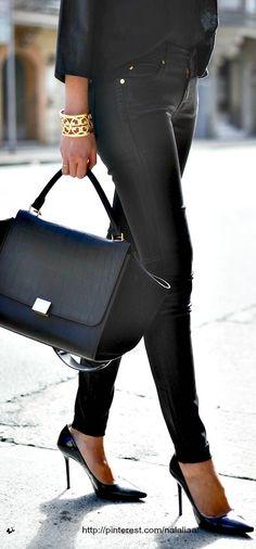 Look Total Black, podes sumar Tats Dorados como pulseras  #trendytats…