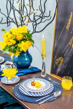 Adu primavara in casa ta selectand catevad ecoratiuni noi. Stiati ca este recomandat sa echilibrezi albastrul cu galben pentru a optine un decor armonios care inspira veselie? Table Decorations, Spring, Blue, Furniture, Home Decor, Decoration Home, Room Decor, Home Furnishings, Home Interior Design
