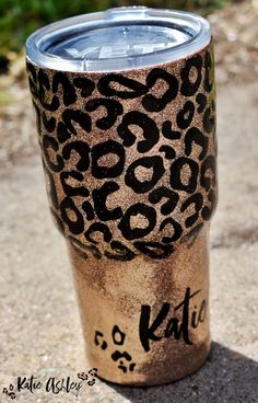 Little Leopard Lady Glitter Tumbler. This beauty would make a great gift for any in your life. Ask me about customizing this beauty. Glitter Azul, Glitter Cups, Pink Glitter, Glittery Nails, Glitter Hair, Glitter Fabric, Glitter Eyeshadow, Eyeshadow Palette, Diy Gifts For Mom