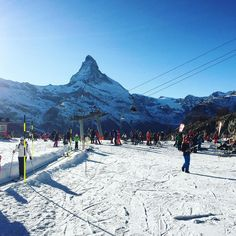 #zermatt #zermattswitzerland #tobleronemountain #matterhorn #swiss #swissalps #swissmountain #holiday #skiing #ski #skibeginner #breathtakingview #traveltheworld #travelgram #travelpics #travelingtheworld #travelingtheworldd #mountain_world #goneoutdoors