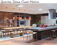 cozinha com ilha, bancada de quartzo stone cinza