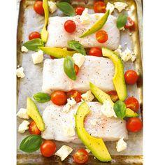 Gebakte vis met feta, avokado, tamaties en basilie