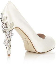 An elaborate heel on a simple wedding shoe. #weddings #weddingshoes #shoes